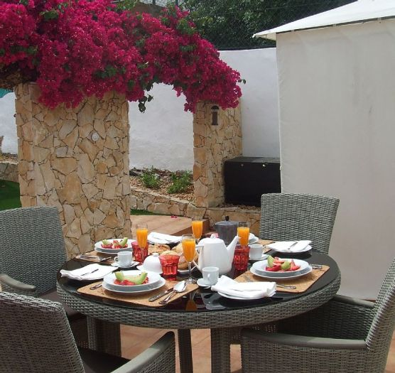 Breakfast on the patio, Casa Clare